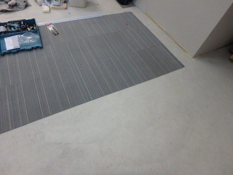 床タイルカーペット張り画像
