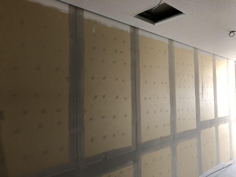 壁ボードパテ処理座像